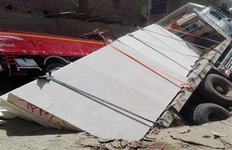 هبوط أرضي يبتلع سيارة نقل ثقيل في إسنا جنوب الأقصر  صور