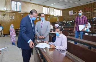 رئيس جامعة سوهاج يتفقد أعمال امتحانات التعليم المدمج | صور