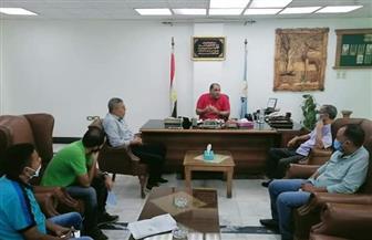 رئيس مدينة الغردقة يستعرض الخطة العامة لرصف طرق وشوارع المدينة | صور