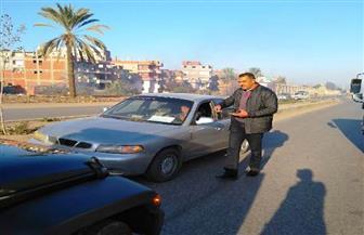 محافظ الشرقية يعترض سيارة تسير عكس الاتجاه بطريق بلبيس   صور
