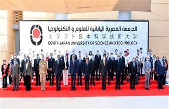 الرئيس السيسي يلتقط صورة تذكارية مع عدد من الوزراء بافتتاحات الجامعة المصرية - اليابانية