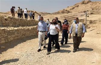السفير الأمريكي يتفقد أعمال الترميم بمنطقة ذراع أبو النجا بالقرنة |صور