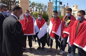 عودة المصريين المختطفين في ليبيا بعد تحريرهم.. ومحافظ مطروح يستقبلهم   صور