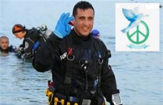مصر ترسل أكبر رسالة سلام للعالم.. 550 سباحا يشكلون شعار السلام العالمى على سطح مياه قناة السويس