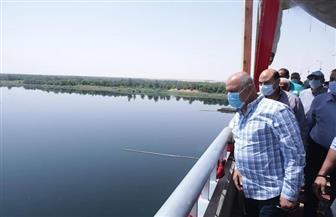 وزير النقل يتابع أعمال تنفيذ 3 محاور على النيل بمحافظة أسوان | صور