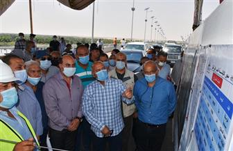 وزير النقل ومحافظ أسوان يتفقدان مشروعات ازدواج الطريق الصحراوي الغربي | صور