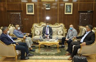 محافظ المنوفية يلتقي مسئولي شركة نهضة مصر للارتقاء بمنظومة جمع القمامة | صور