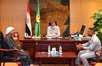 محافظ الفيوم يوجه بتوفير مشروع لأسرة شاب بعد تحريره من الميليشيات في ليبيا| صور