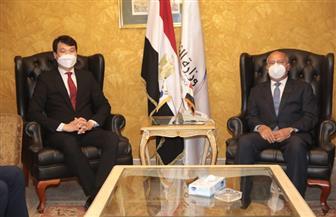 وزير النقل يبحث مع سفير كوريا الجنوبية بالقاهرة دعم التعاون الحالي والمستقبلي في مجالات النقل | صور