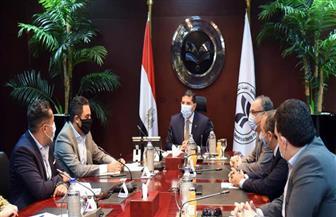 الرئيس التنفيذي للهيئة العامة للاستثمار يلتقى أعضاء الجمعية المصرية لشباب الأعمال| صور