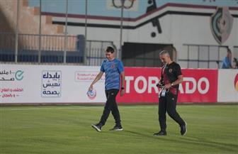 «فايلر» يعاين أرضية ملعب الكلية الحربية قبل مواجهة الأهلي ونادي مصر
