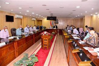 محافظ أسيوط يترأس اجتماع الخطة الاستثمارية للوقوف على تنفيذ الربع الأول منها