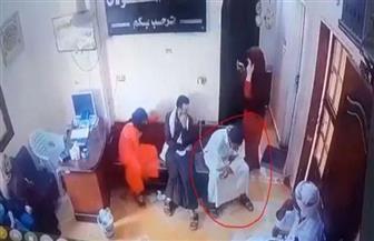 """""""شاركت الفيديو للعبرة"""".. طبيب بمستشفى فاقوس يوضح تفاصيل ملابسات وفاة شاب بإحدى العيادات"""