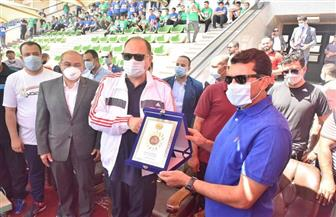 وزير الرياضة ومحافظ أسيوط يشاركان 650 شابا وفتاة في ماراثون للدراجات | صور