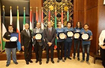 وزير الاتصالات يكرم الفريق المصري الفائز بـ 4 ميداليات دولية فى الأوليمبياد الدولي للمعلوماتية بسنغافورة|صور