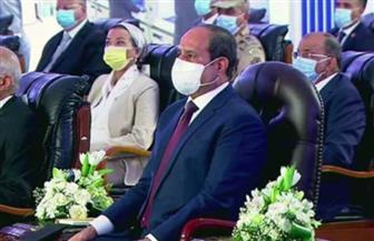 الرئيس السيسي يشاهد فيلما تسجيليا حول مشروعات البترول والطاقة