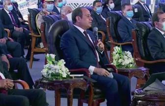 الرئيس السيسي يقوم بجولة تفقدية في مجمع التكسير الهيدروجينى للبترول بمسطرد