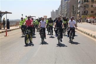 وزير الرياضة ومحافظ سوهاج يقودان ماراثون للدراجات بطريق الكورنيش | صور