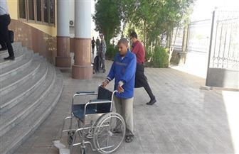 محكمة البحر الأحمر توفر كراسي متحركة ومكتبا لخدمة ذوي الاحتياجات الخاصة