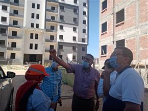 """نائب رئيس """"هيئة المجتمعات العمرانية"""" يتفقد مشروعات الإسكان بالعلمين الجديدة"""