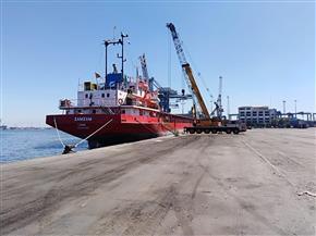 شحن 4500 طن ملح و2800 طن زجاج وتفريغ 5600 طن رخام  بموانئ بورسعيد | صور