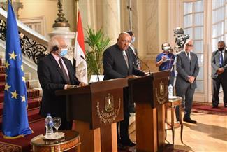 نائب رئيس المفوضية الأوروبية: مصر تلعب دورا حاسما في الأزمة الليبية