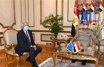 """وزير الدفاع لـ""""جوزيف بوريل"""": الاتحاد الأوروبي من أهم شركاء مصر في عملية أمن واستقرار المنطقة"""