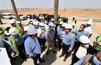 الجزار يوجه بسرعة التنفيذ وزيادة أعداد العمالة والمعدات للانتهاء من المشروعات بالعاصمة الإدارية|صور