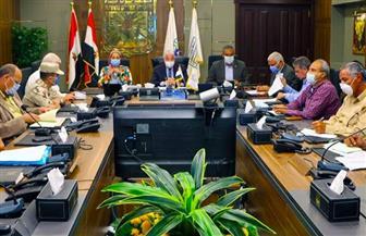 محافظ جنوب سيناء يناقش مشروعات الإسكان بالمحافظة