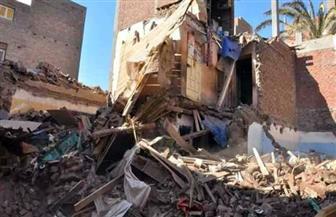 النيابة تباشر التحقيق فى واقعة انهيار منزل تسبب فى مصرع طفلة وإصابة آخرين بسوهاج