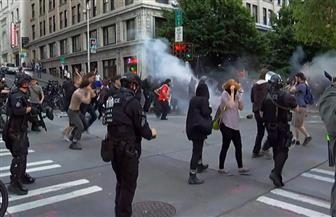 في اليوم المائة للمظاهرات ضد العنصرية.. محتجون في بورتلاند الأمريكية يرشقون الشرطة بقنابل حارقة