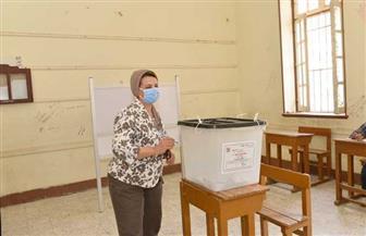 نائب رئيس جامعة أسيوط تدلى بصوتها في جولة الإعادة لانتخابات مجلس الشيوخ | صور