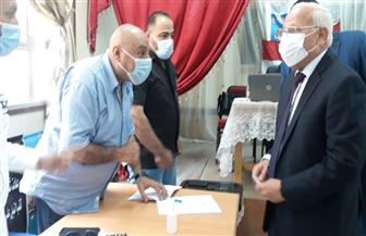 محافظ بورسعيد يدلي بصوته في انتخابات الإعادة بمجلس الشيوخ| صور