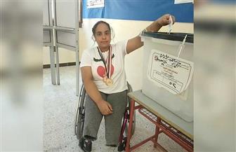 بطلة الجمهورية في تنس الطاولة لمتحدي الإعاقة تدلي بصوتها في انتخابات الشيوخ | صور