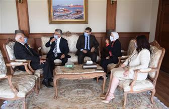 محافظ بورسعيد يبحث تطوير الخدمات المقدمة بالتأمين الشامل مع وفد هيئة الرعاية الصحية | صور