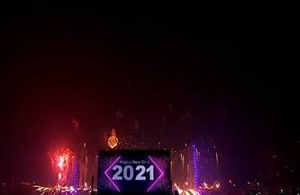 الألعاب النارية تضيء سماء القاهرة ومشاهد البهجة تسيطر على احتفالات مصر الضخمة بالعام الجديد|صور