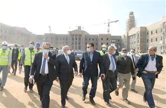 تمهيدا لافتتاحه في يونيو المقبل ..الخشت يتابع سير العمل بمشروع جامعة القاهرة الدولية|صور