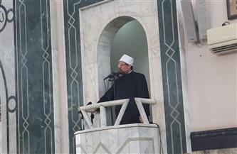 وزير الأوقاف يؤدي صلاة الجمعة بمسجد الشاطئ في بورسعيد|صور