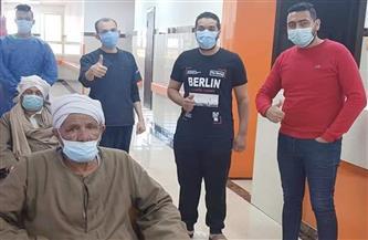 خروج 3 متعافين من «كورونا» من مستشفى العديسات بالأقصر   صور