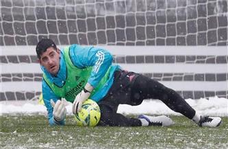 «كورتوا» غاضب من رابطة الدوري الإسباني بعد تعثر الريال أمام أوساسونا