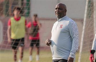 «موسيماني» يعقد محاضرة بالفيديو مع لاعبي الأهلي
