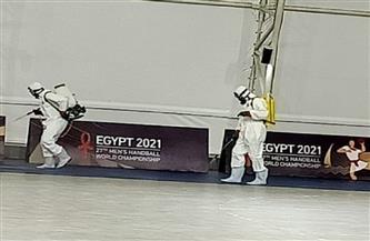 وزير الرياضة يتابع مع غرفة العمليات تعقيم وتطهير الصالات المغطاة| صور