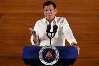 رئيس الفلبين ناصحا ابنته بعدم الترشح: الرئاسة ليست للنساء