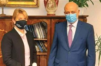 سفير مصر في بودابست يلتقي وزيرة الدولة ومديرة الأكاديمية الدبلوماسية المجرية   صور