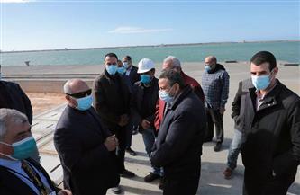 وزير النقل يتابع معدلات تنفيذ عدد من المشروعات الخدمية بميناء الإسكندرية| صور
