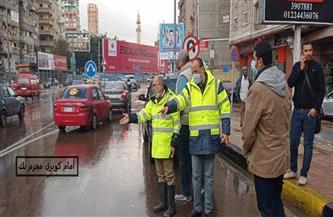 رئيسا شركتي الصرف الصحي ومياه الشرب بالإسكندرية يتابعان سحب تجمعات مياه الأمطار