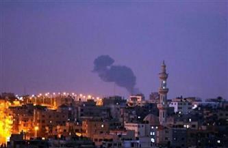 الطيران الإسرائيلي يقصف قطاع غزة ويلحق أضرارًا مادية