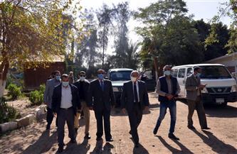 رئيس جامعة أسيوط يتفقد أعمال مزارع الدواجن والماشية | صور