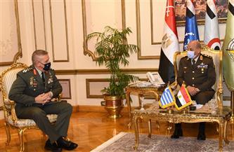 وزير الدفاع ورئيس الأركان يلتقيان رئيس هيئة الأركان للقوات المسلحة اليونانية لبحث التعاون المشترك