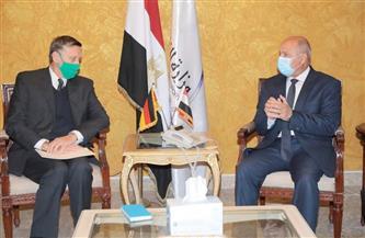 وزير النقل يستقبل السفير الألماني بالقاهرة لدعم التعاون في المجالات المختلفة | صور